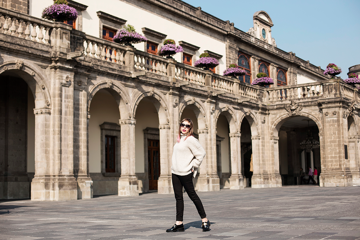 Minimalist Outfit shot in mexico city