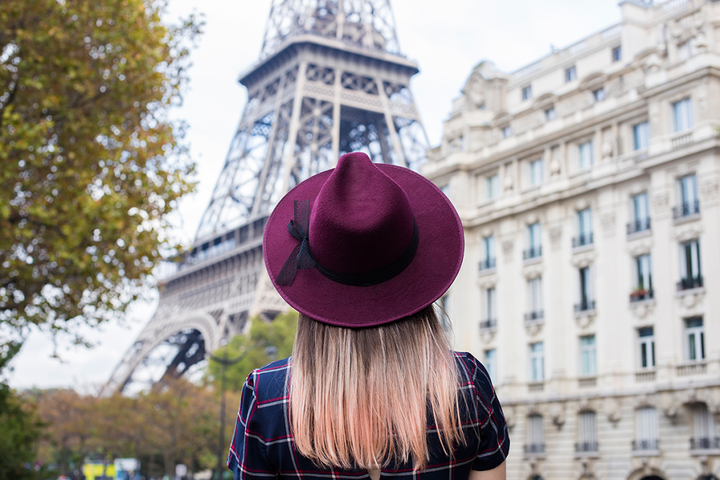 British Style by Ylenia Cuellar in Paris - girl and eiffel tower
