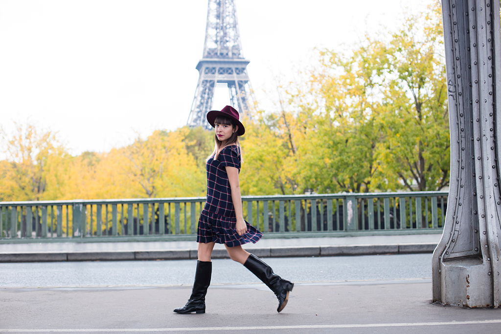 British Style by Ylenia Cuellar in Paris - walking