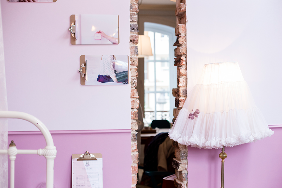 Pretty girly room Paris Guide Cute coffee shop in Paris Le Pavillon des Canaux by Ambitieuse