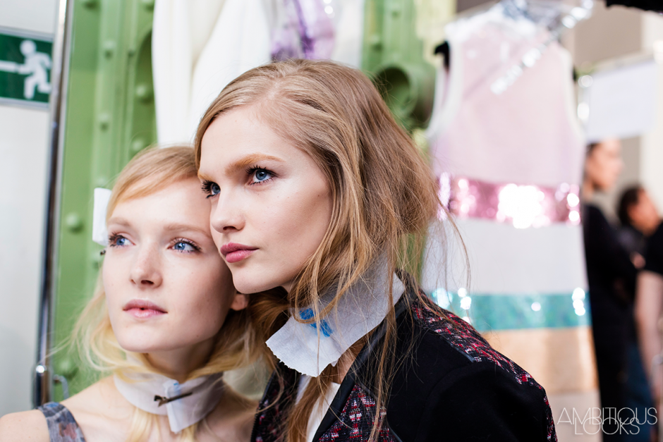 Maja Salamon and Aneta Pajak at Giambattista Valli AW15 Backstage PFW Ambitious Looks